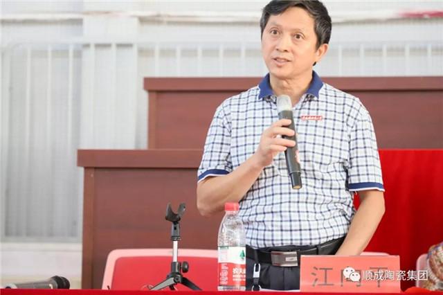 景德镇陶瓷大学材料学院党委书记江向平致辞